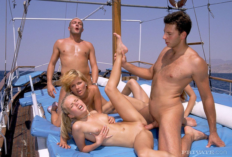 порно групповое на отдыхе