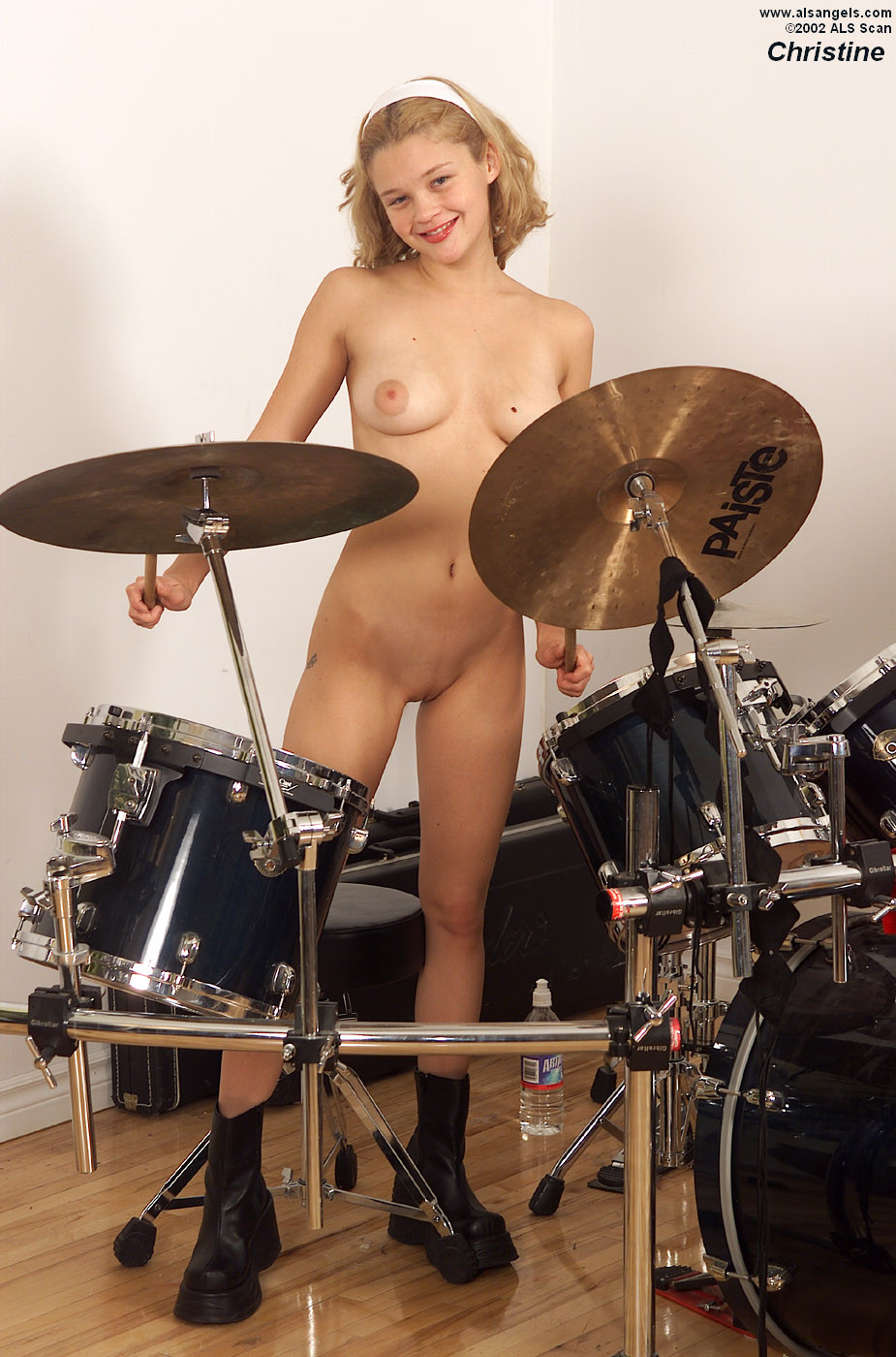 playing-drums-girl-nude-perfect-sex-strepper