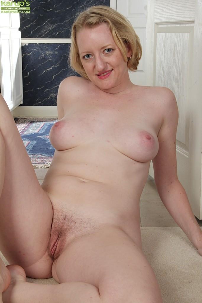 russian blonde spread hairy pussy Suzi's Porn