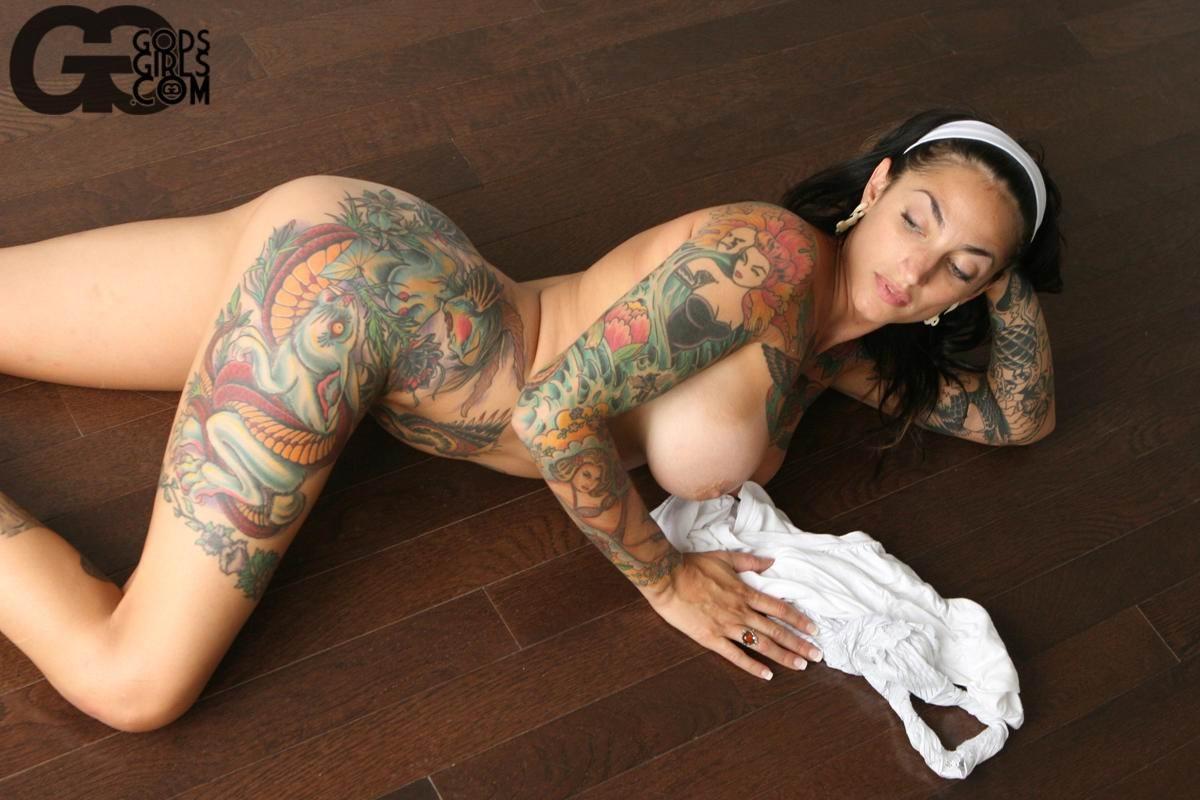 Amateur naked buxom mature
