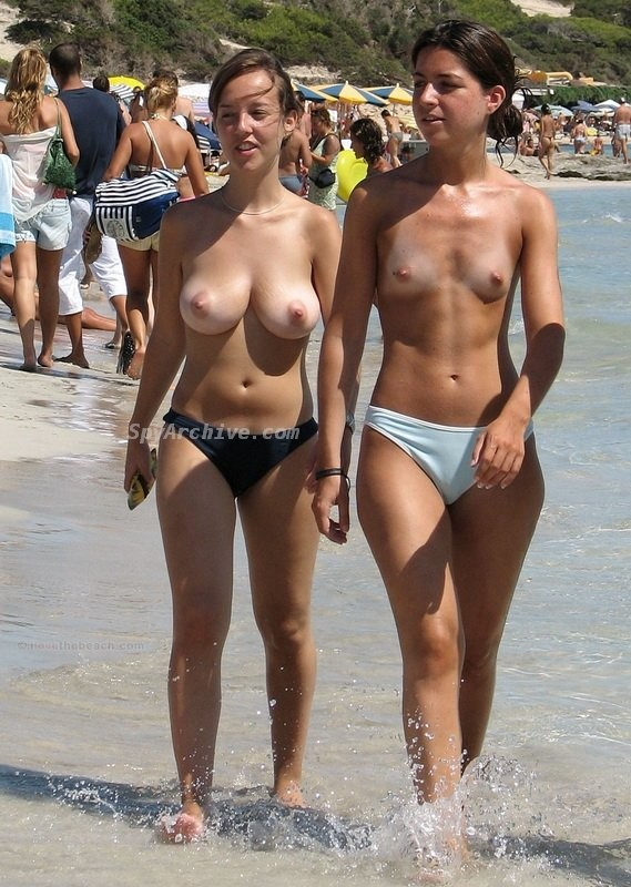 Naked girls hanging out Voyeur Footage Of Some Hot Naked Women Hanging Out On The Beach Pichunter