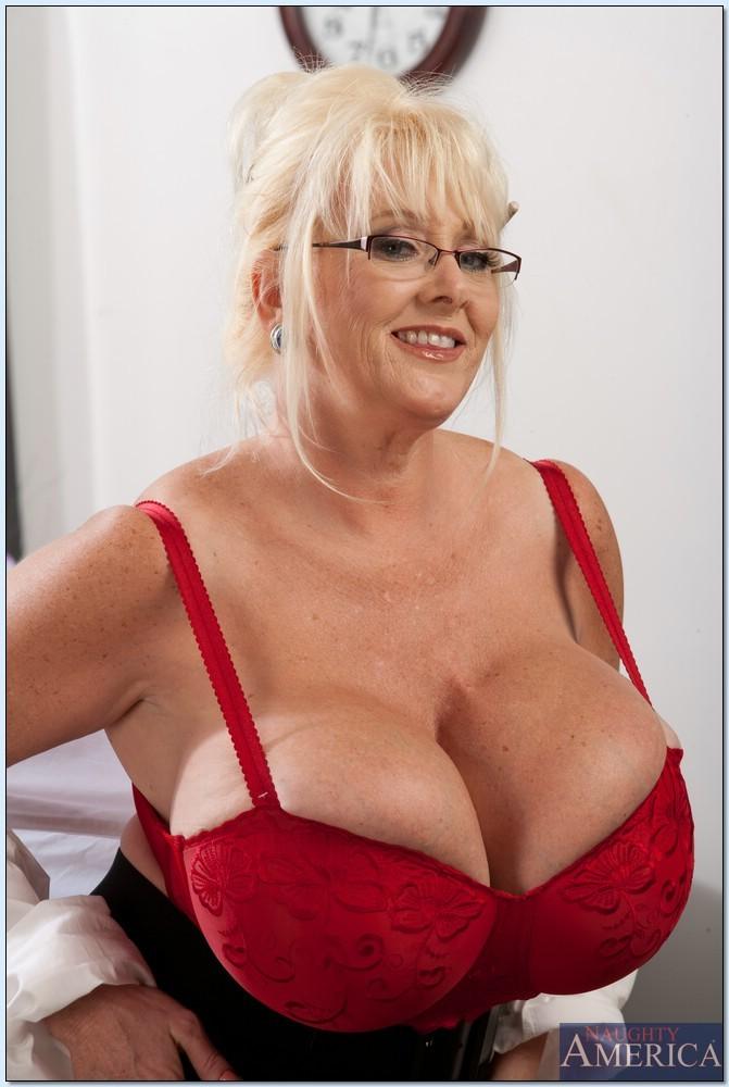 Blonde Big Tits Natural Bounce