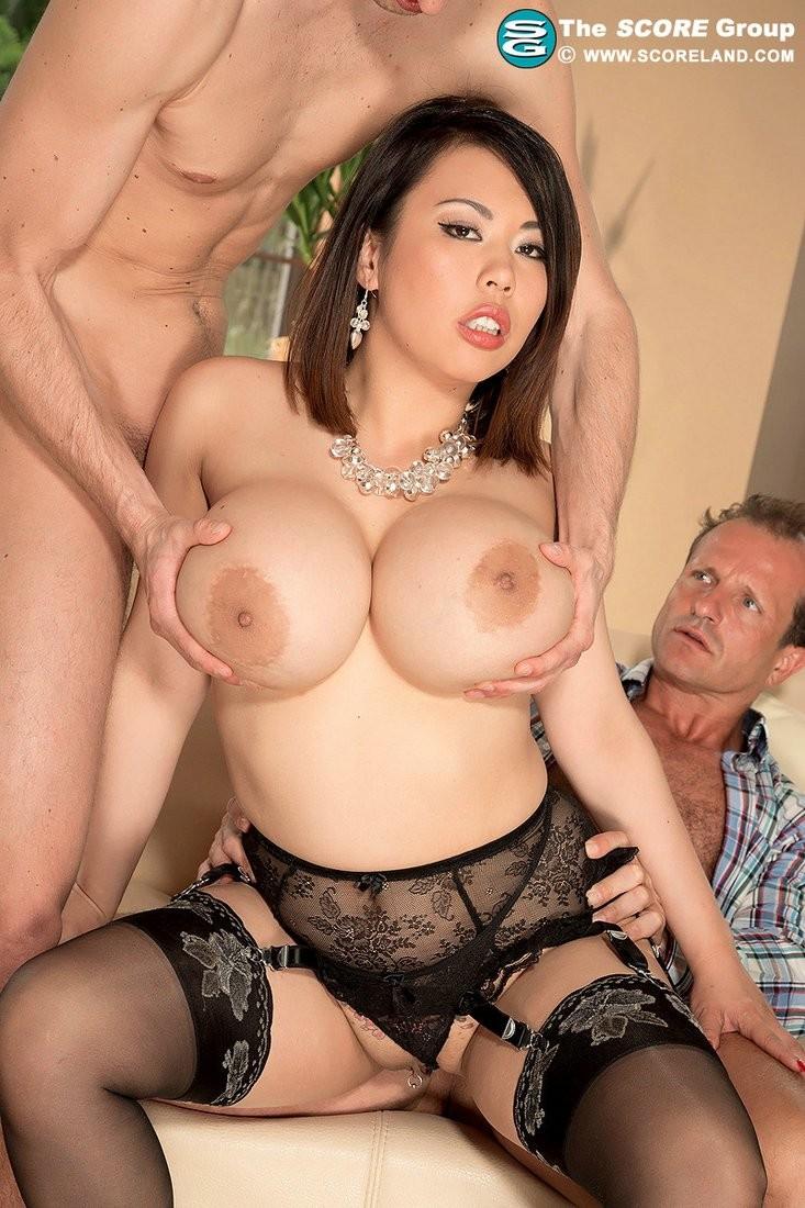 самая сисястая азиатка порно - 7