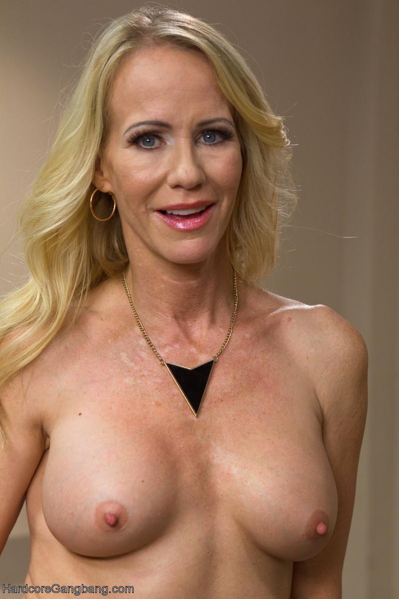 Bent over amateur nakd