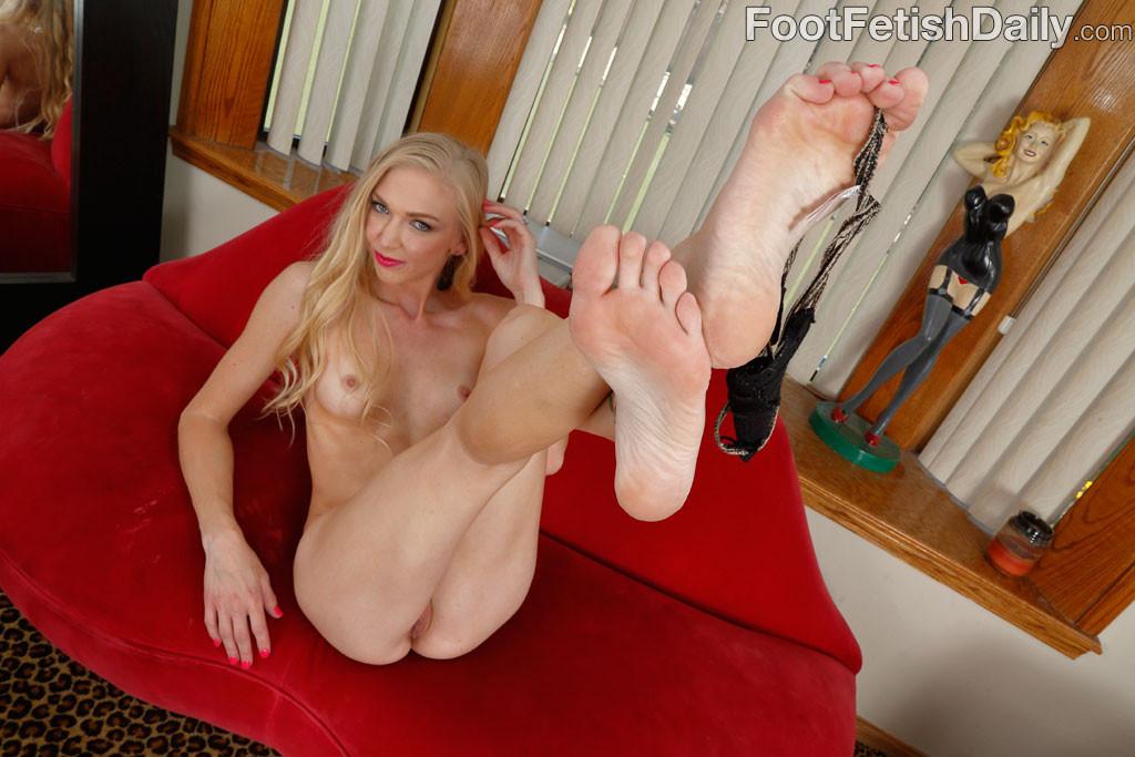 Lesbian Foot Fetish Threesome
