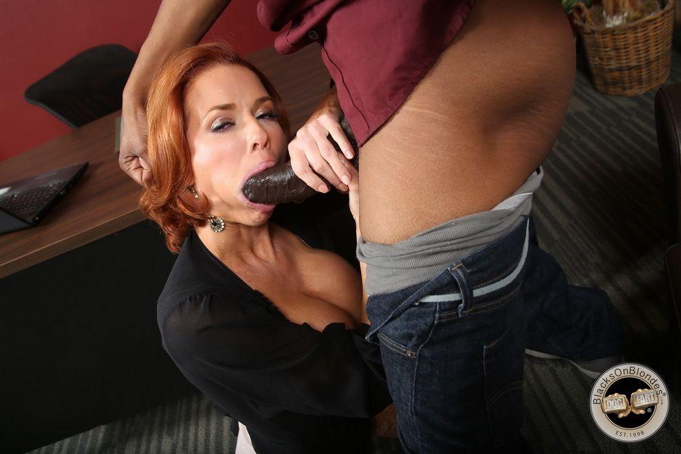 Frauen Gives Epic Blowjob