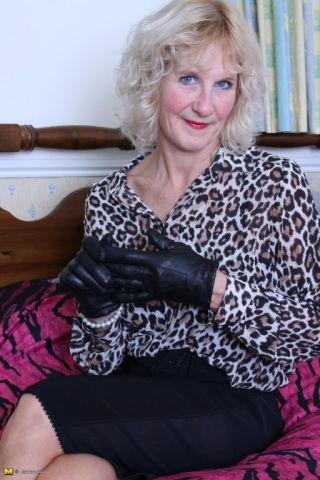 Mature NL    Amateurs    Big Tits    Blonde    British    Housewives    Mature    Stockings    Tits thumbnail