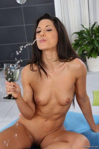 sexy Alexa Tomas -wet and pissy masturbation