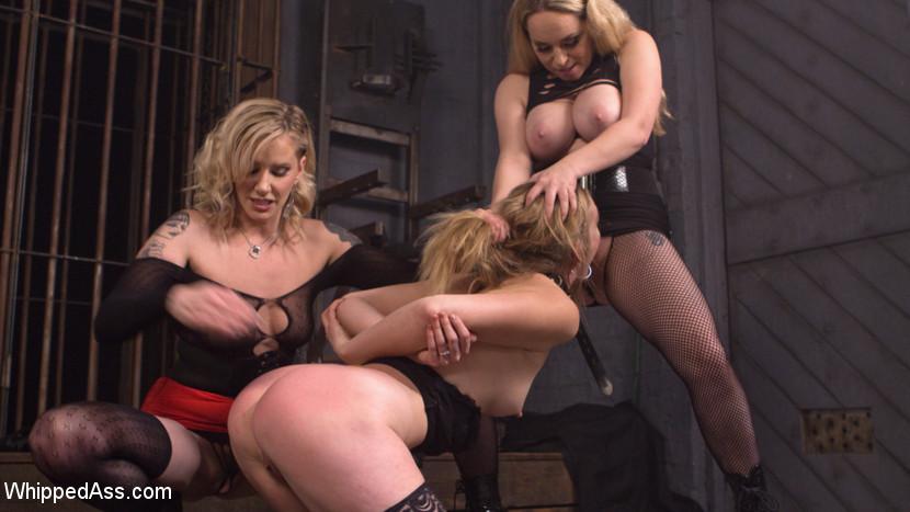 Milf Lesbian Strapon Threesome