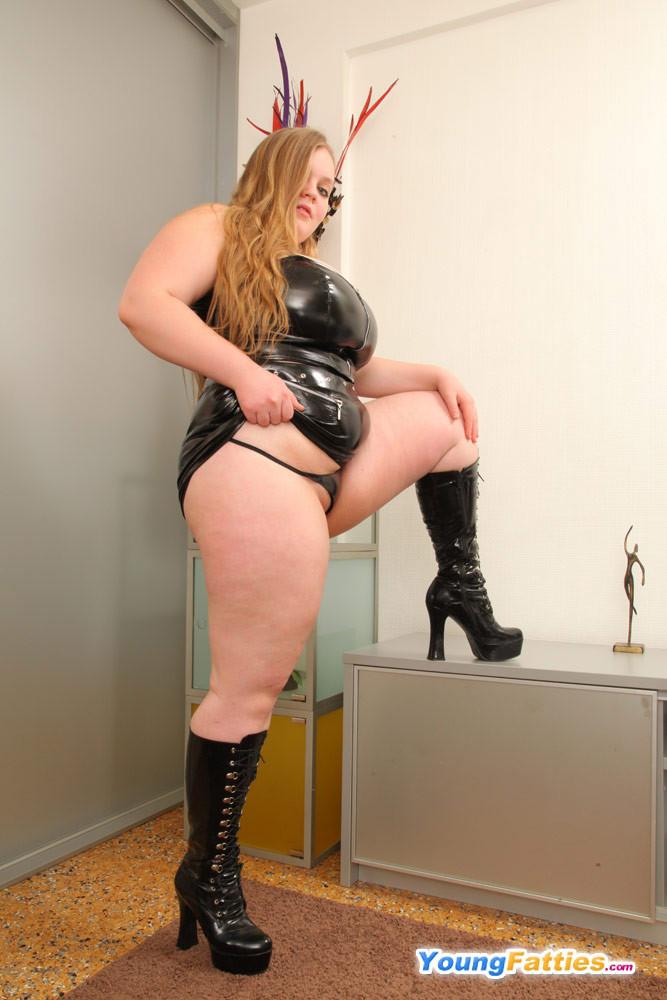 Порно онлайн толстушки в обтягивающей одежде — img 1