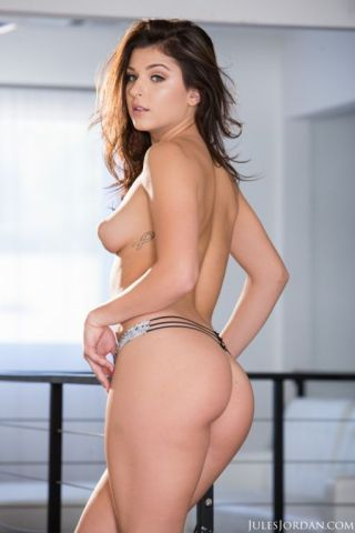 Leah gotti attains excited and pounded rough up her needy muff
