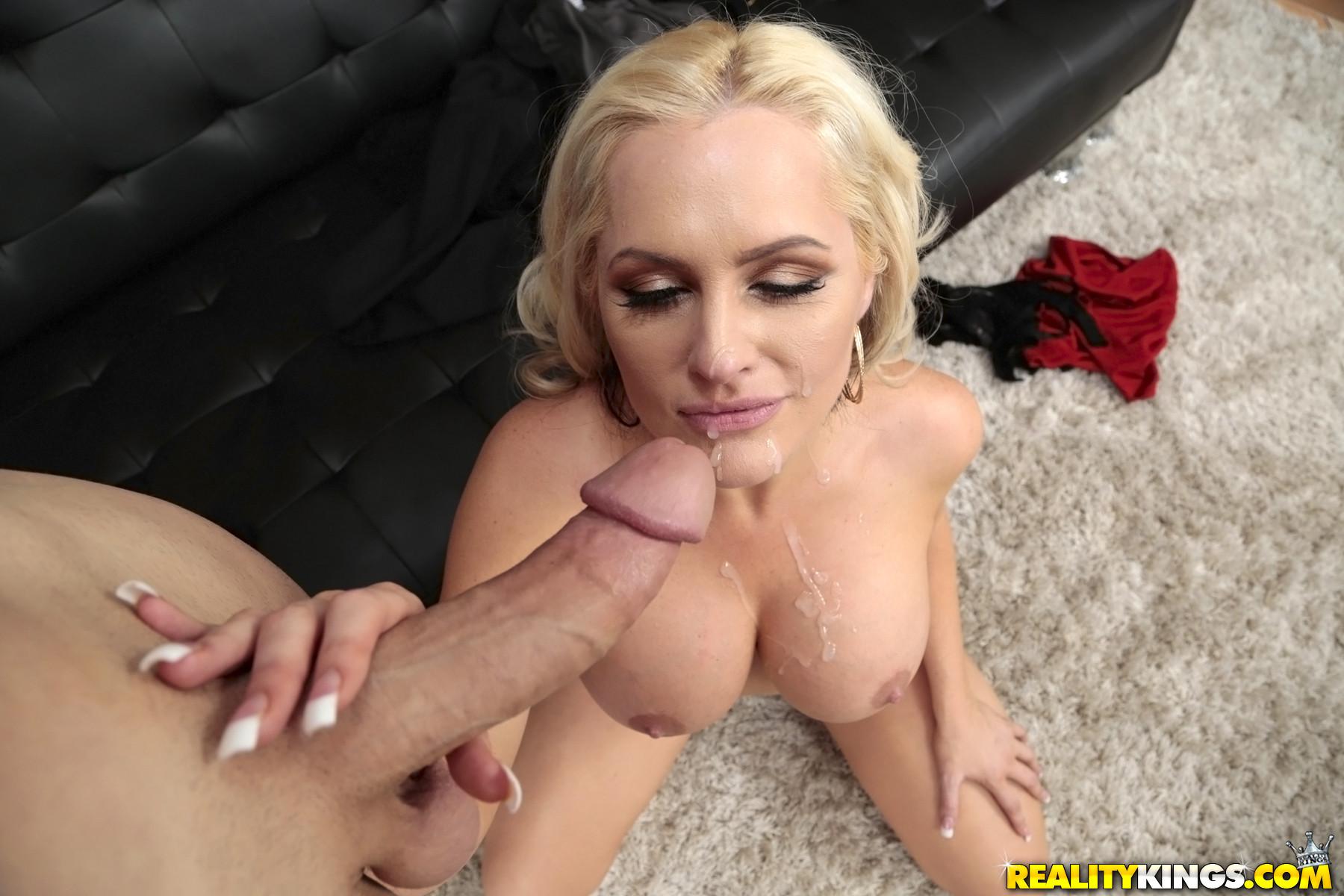 Sexy Big Tit Milf Seduces
