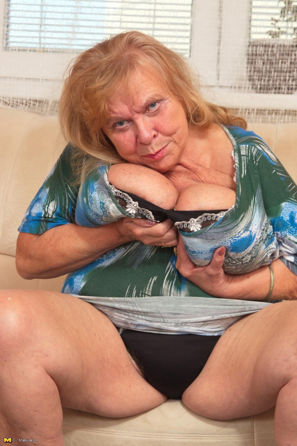 big breasted mamas
