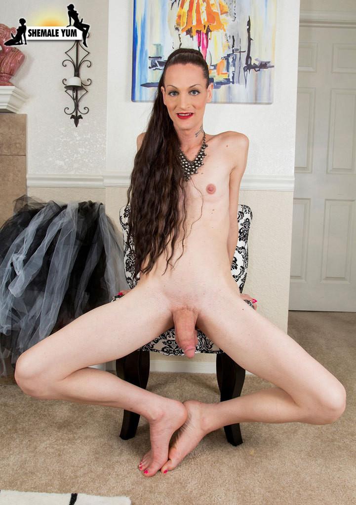 Girl Sucking Shemale Cock