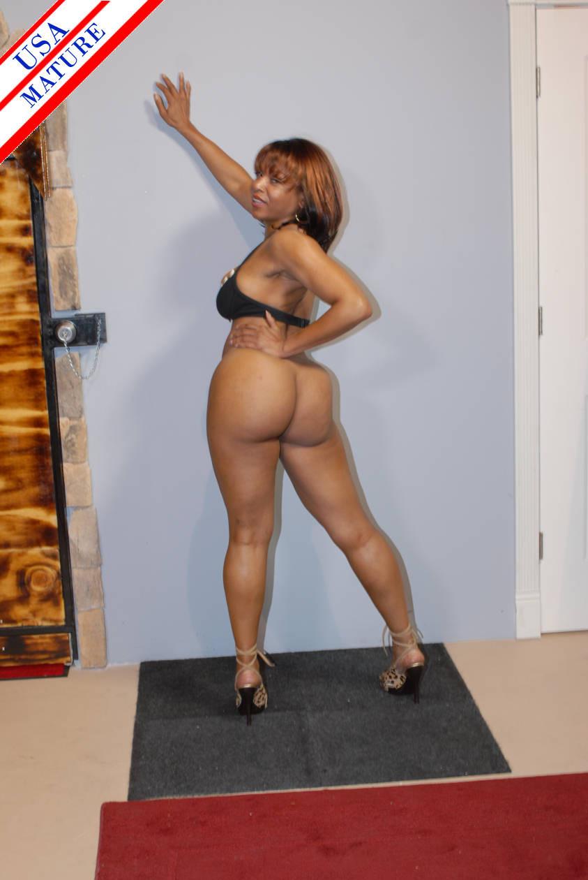 Ebony Sucking Soft Dick