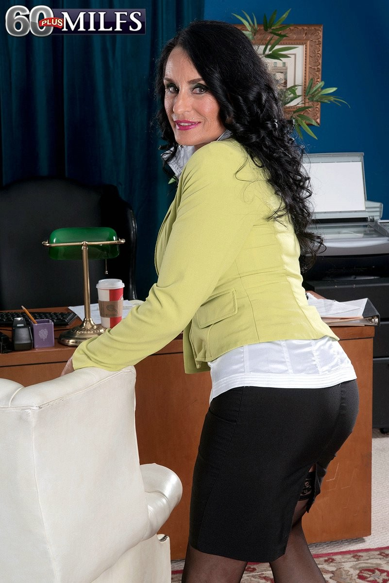 Anal Porn Mature Boss the assfucked mature boss in office - pichunter