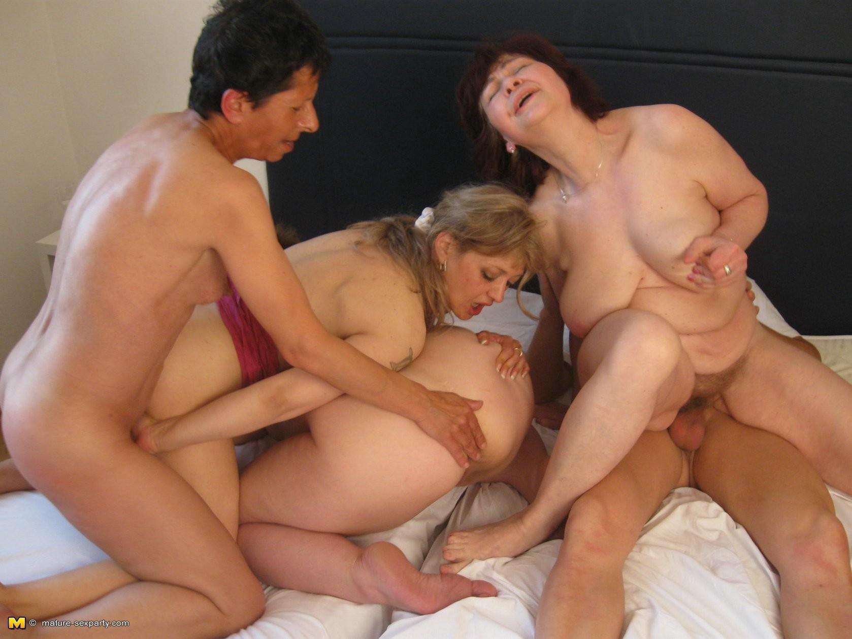 групповуха со старыми бабами
