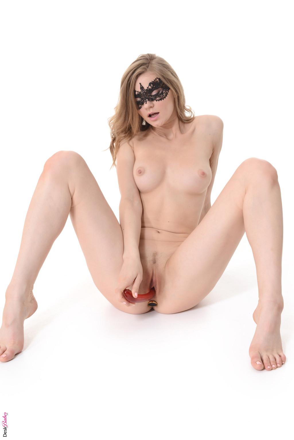 Merry Pie Nude