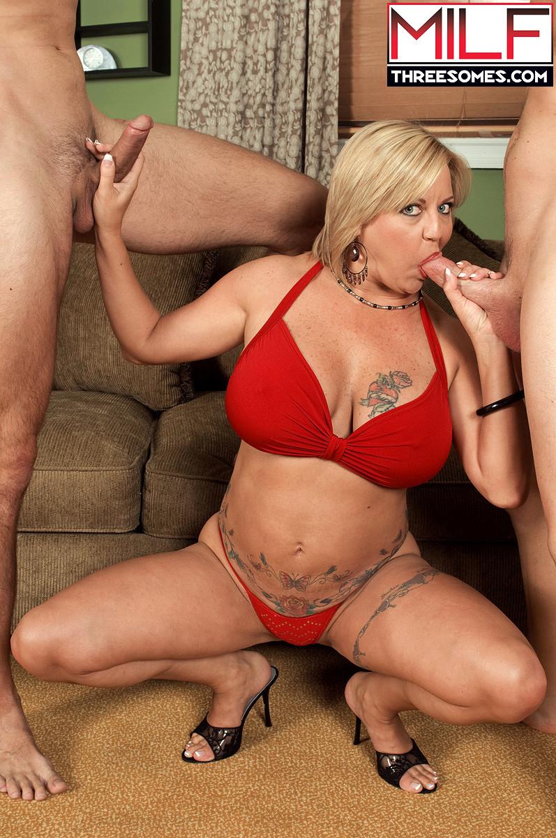 Naked skanky moms caught on video
