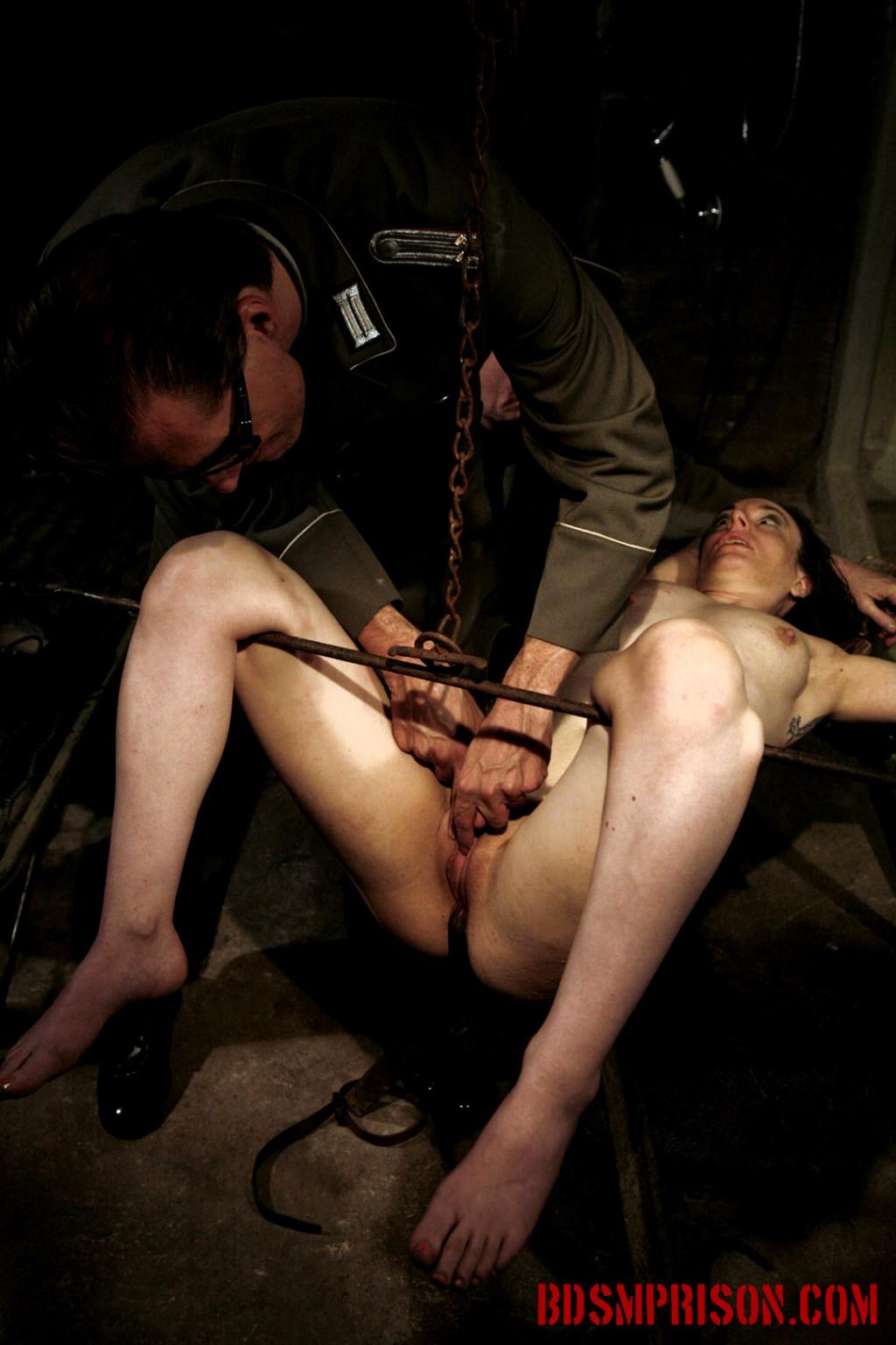 подвал пыток порно
