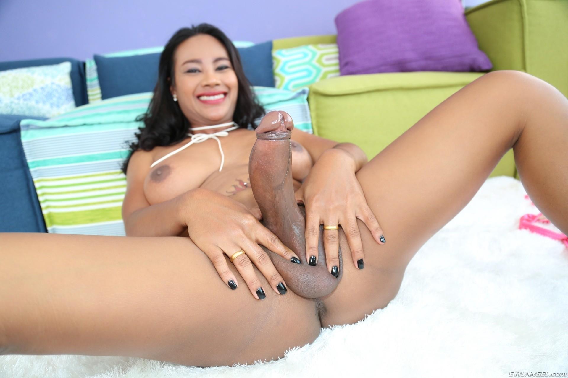 nudes at shopping malls