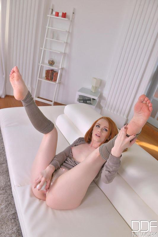Ella hughes feet