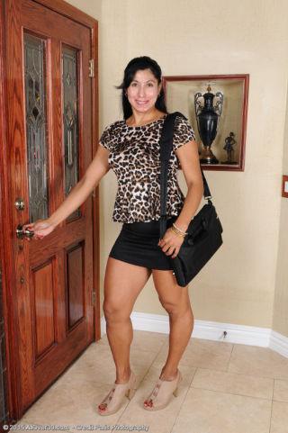 Estrella Jane    All Over 30    Amateurs    Brunette    Housewives    MILF    Mature    Neighbor    Stripping    Wife thumbnail