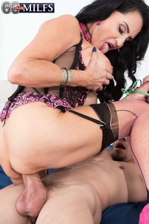 Milf Rita Daniels Dominates A Guy By Making Him Fuck Her In Hardcore Thenude 1
