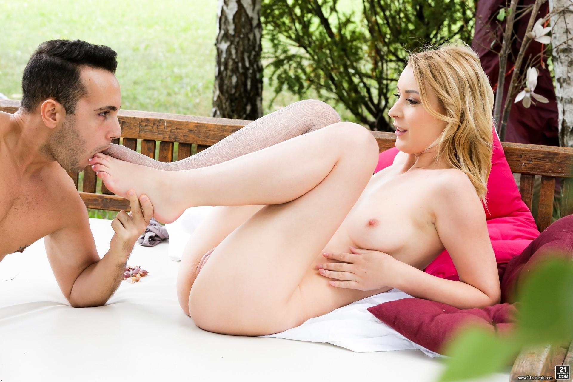 Amaris Porno sexy amaris is really into foot fetish - pichunter