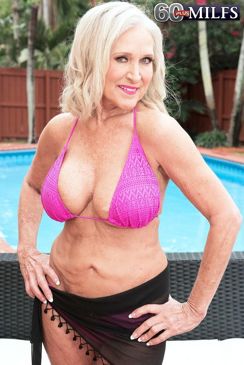 hayden panettiere bikini pictures