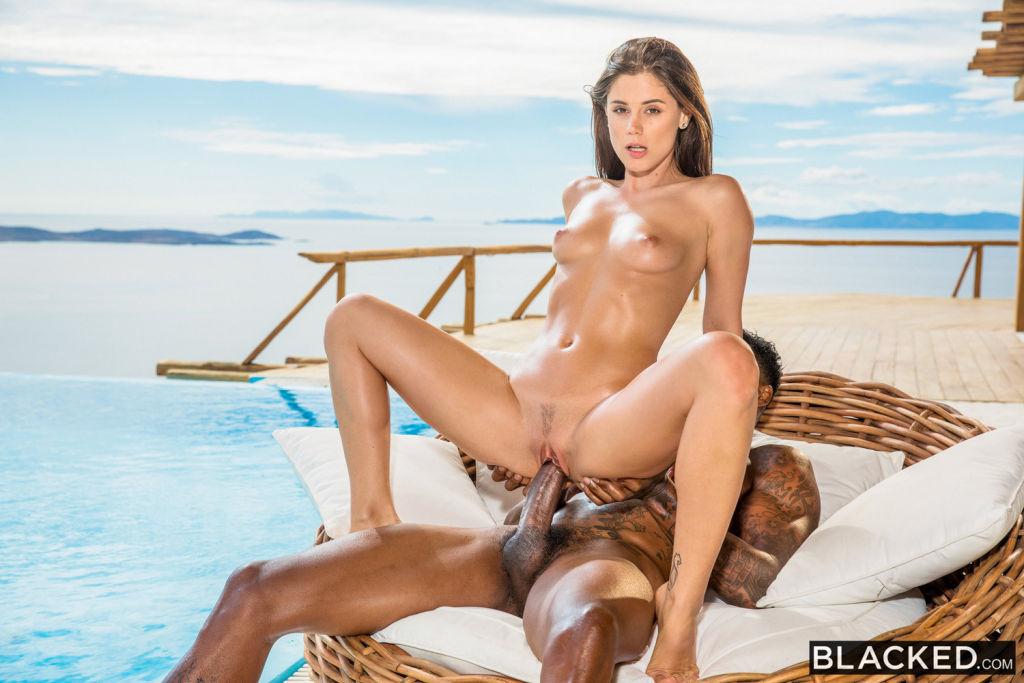 women bare ass beach